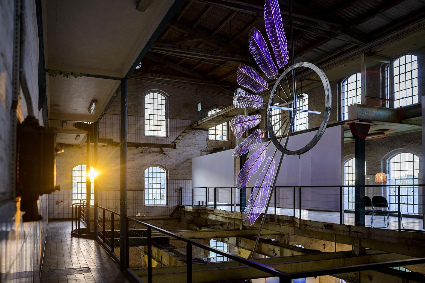 Glasskulptur af Bo Karberg, på Lys over Lolland, Saxkjøbing Sukkerfabrik. Fotograf: Christian Lindgren.